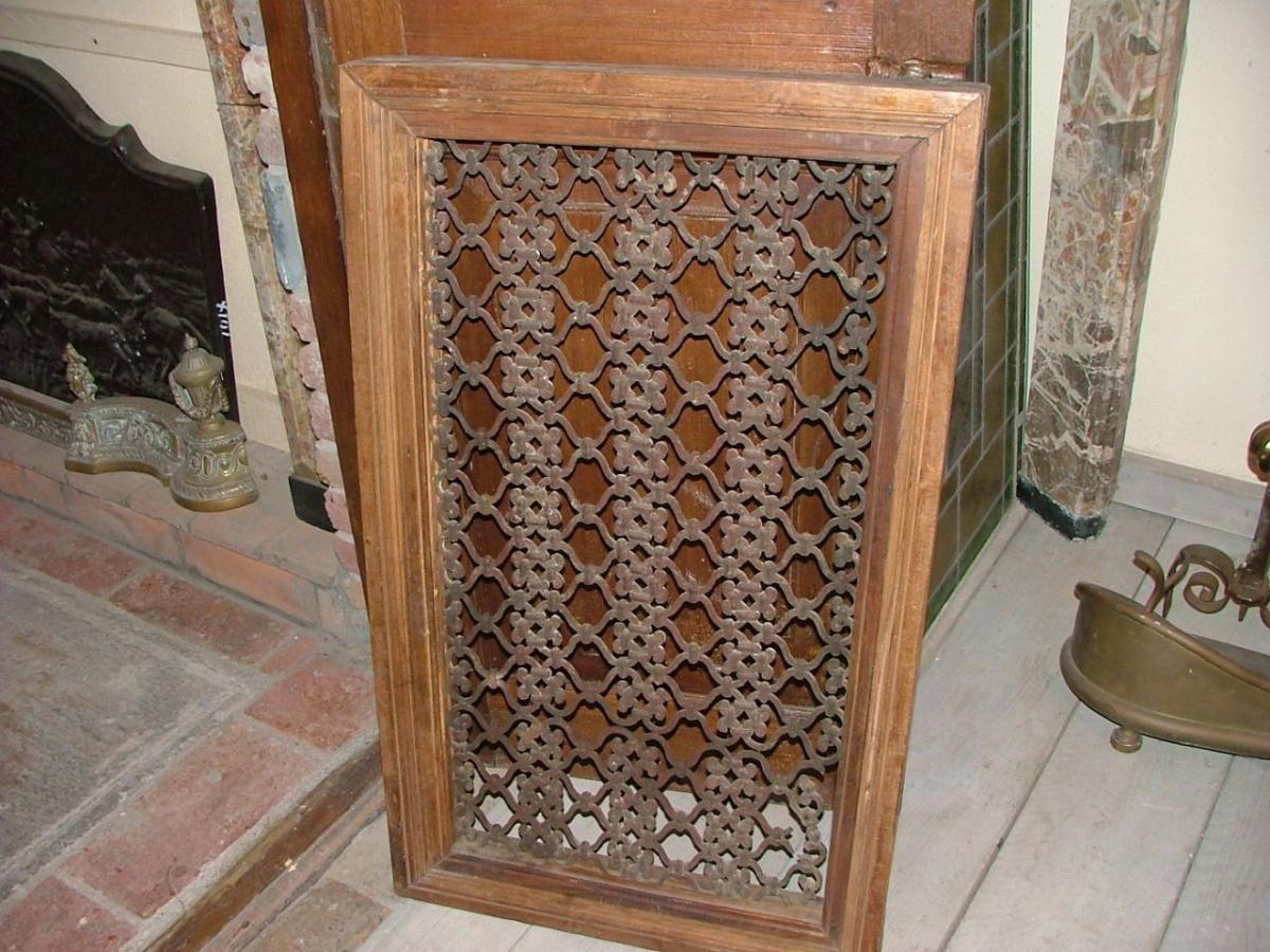 Inferriate grate in ferro e legno antiche for Grate in legno per balconi