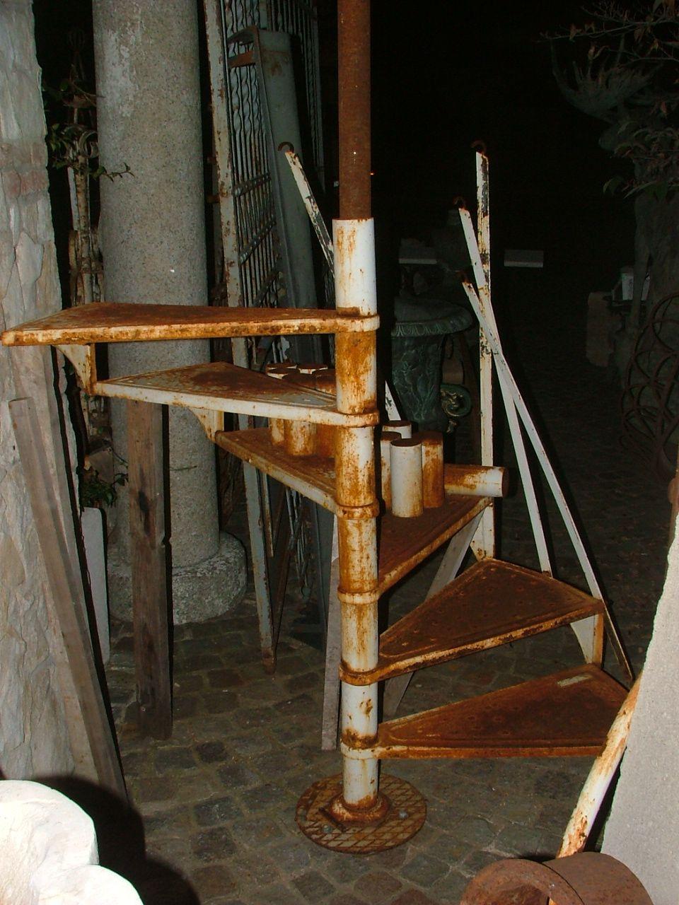 Scale a Chiocciola - scala in ferro a chiocciola epoca 900