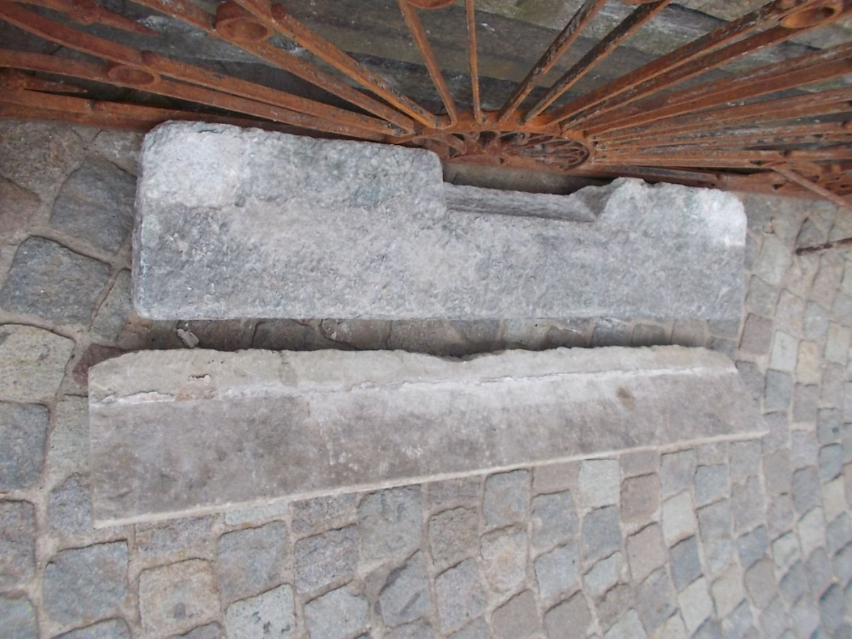 Camini caminetto in pietra lombardo for Piccolo caminetto